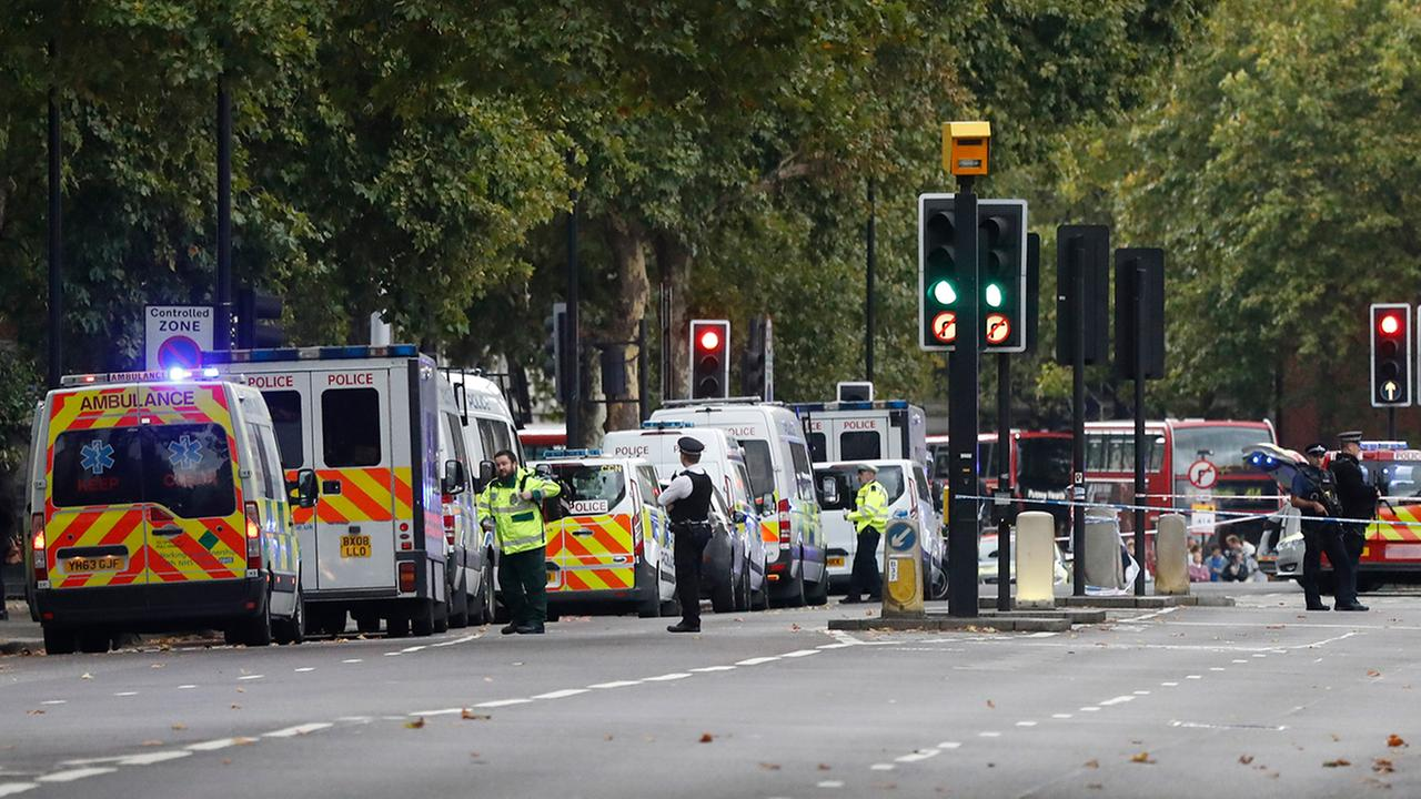 Britains police and emergency services at the scene of an incident in central London, Saturday, Oct. 7, 2017.  (AP Photo/Kirsty Wigglesworth)