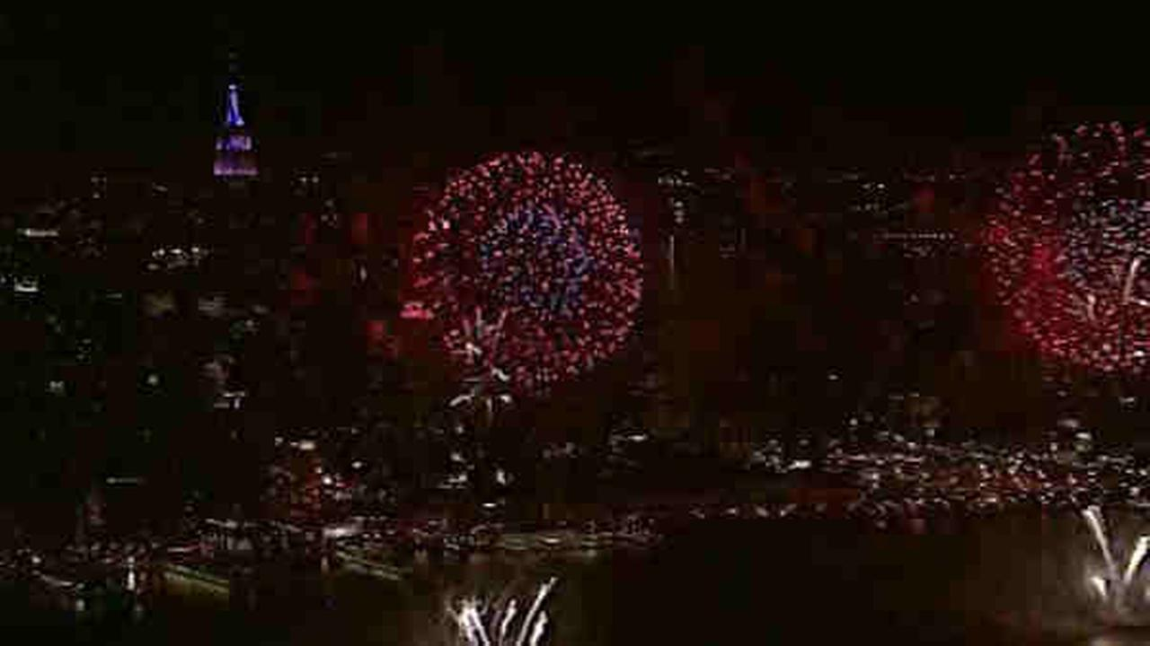 macys fireworks over hudson river