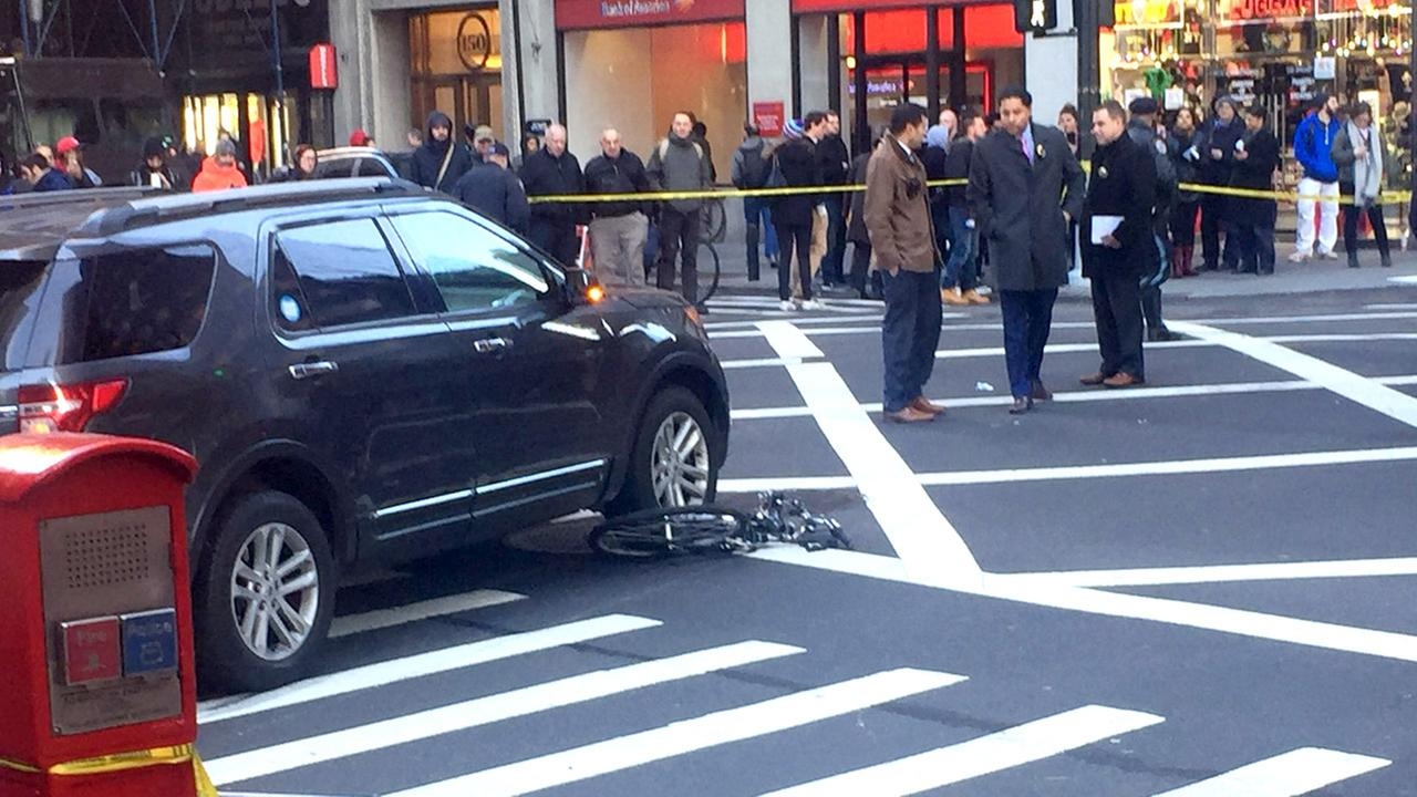 3 struck, injured by auto  in Manhattan
