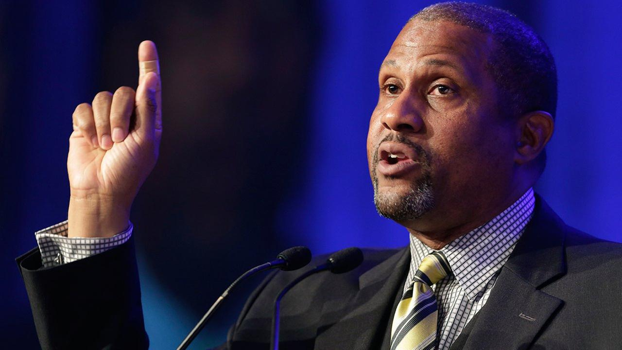 Tavis Smiley talk show suspended by PBS amid misconduct allegations