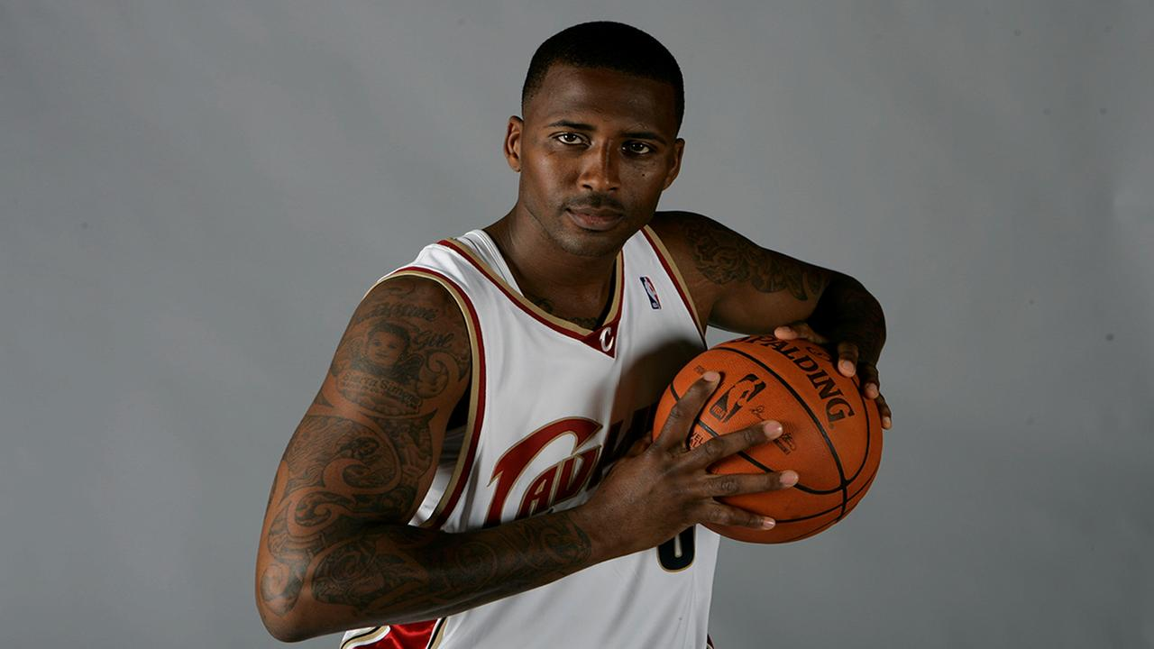 Cleveland Cavaliers Lorenzen Wright poses at the teams media day Monday, Sept. 29, 2008, in Independence, Ohio. (AP Photo/Mark Duncan)