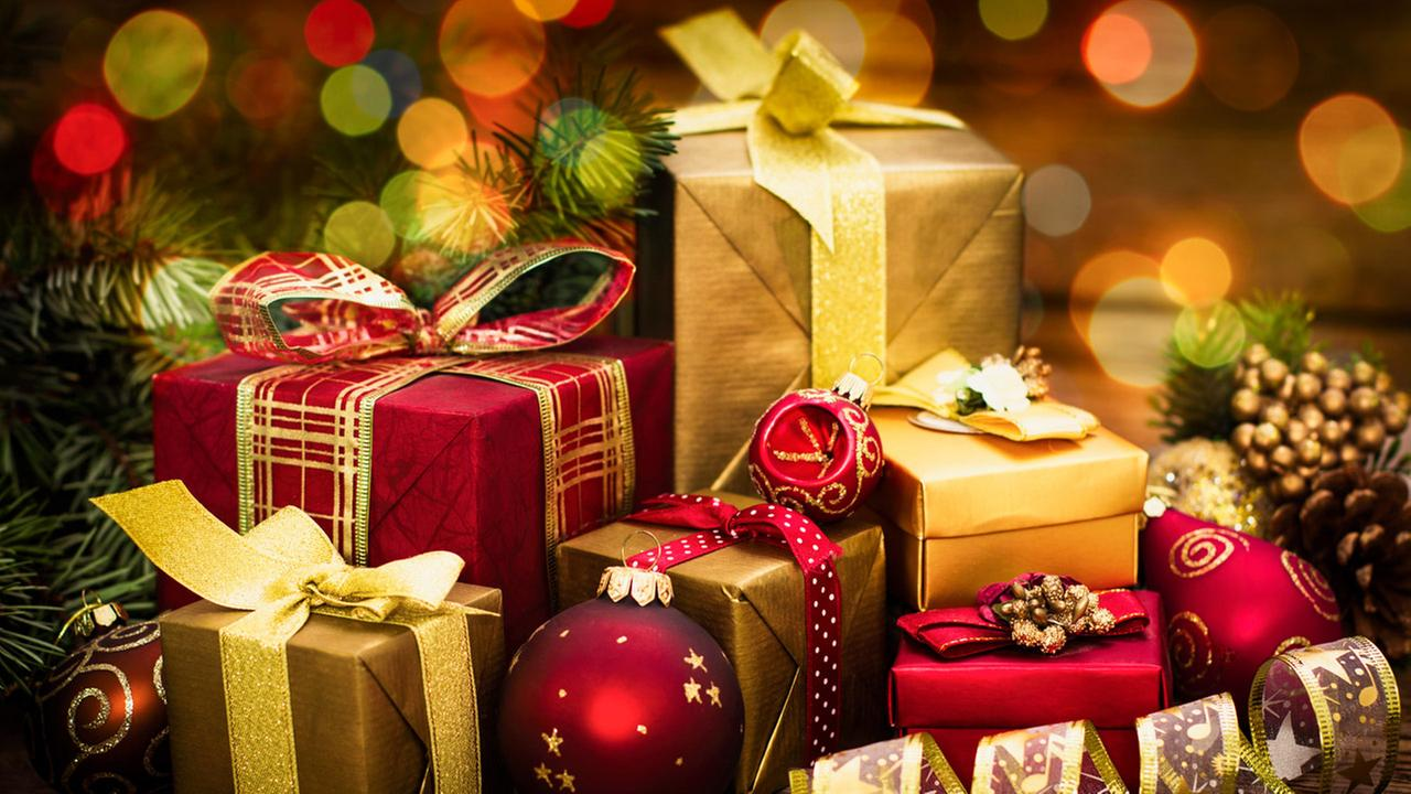 Teacher raises money to buy entire school Christmas gifts in New Jersey
