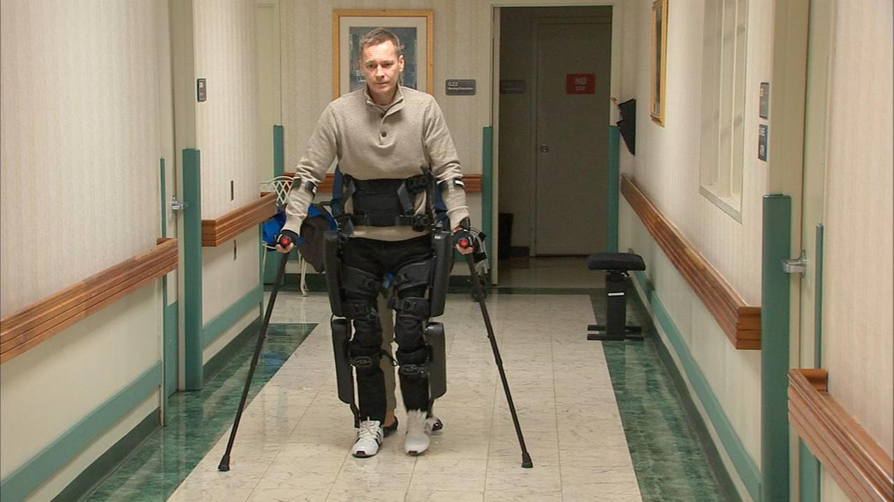 Paralyzed man walks again thanks to new robotic technology