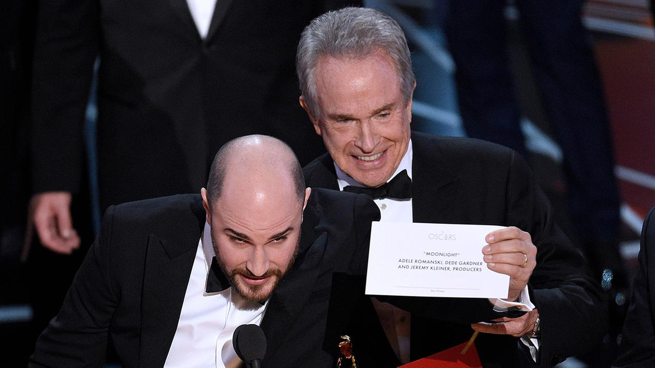 Jordan Horowitz, producer of La La Land, shows the envelope revealing Moonlight as the true winner of best picture. Presenter Warren Beatty looks on from right.