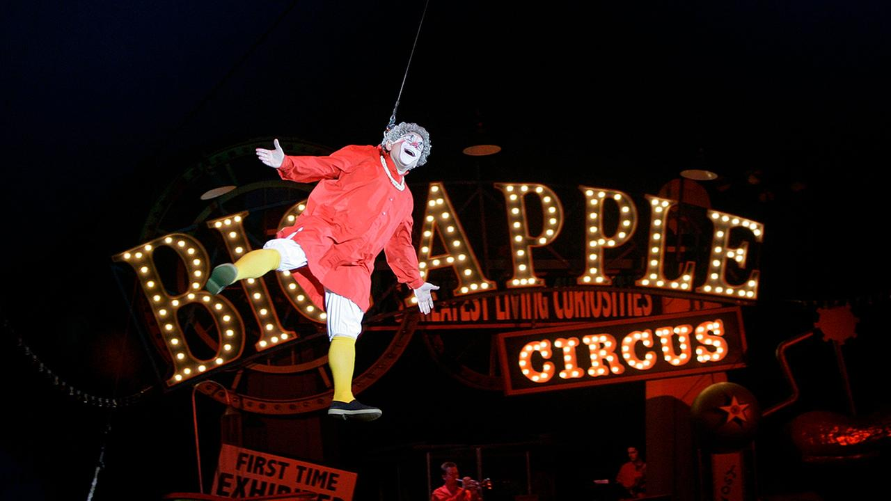 Barry Lubin, as  Grandma, performs in the Big Apple Circus at City Hall Plaza in Boston, Thursday, April 5, 2007. (AP Photo/Chitose Suzuki)