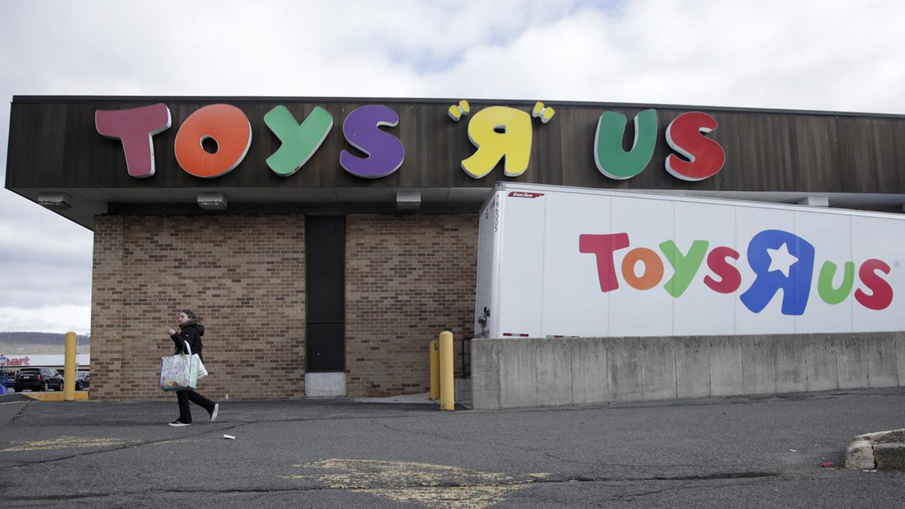 Store closing sales begin at toys r us locations in new york new store closing sales begin at toys r us locations in new york new jersey connecticut abc7ny negle Image collections
