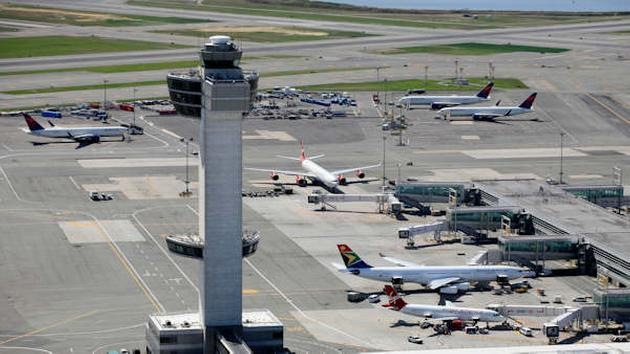 Computer outages at customs cause travel headaches at airports