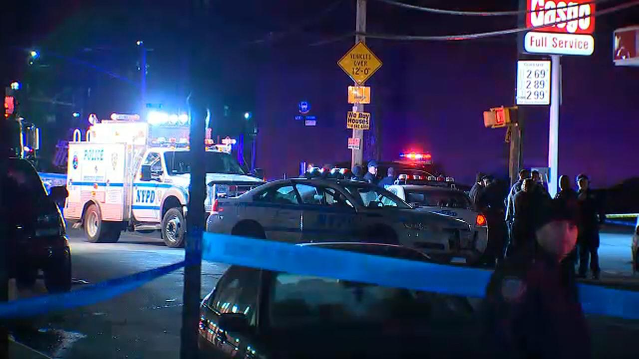 Robbery suspect shot by off-duty police officer at gas station in Brooklyn