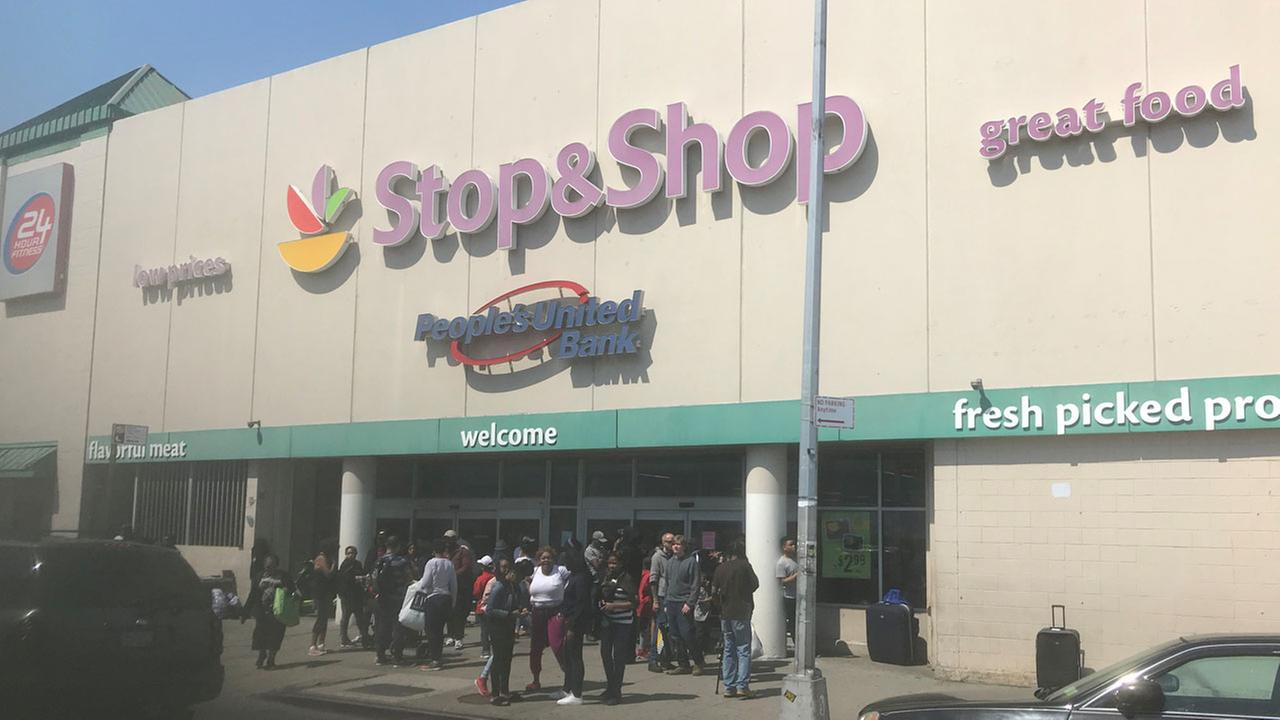 Alleged shoplifter dies after altercation with Stop & Shop employees in Brooklyn