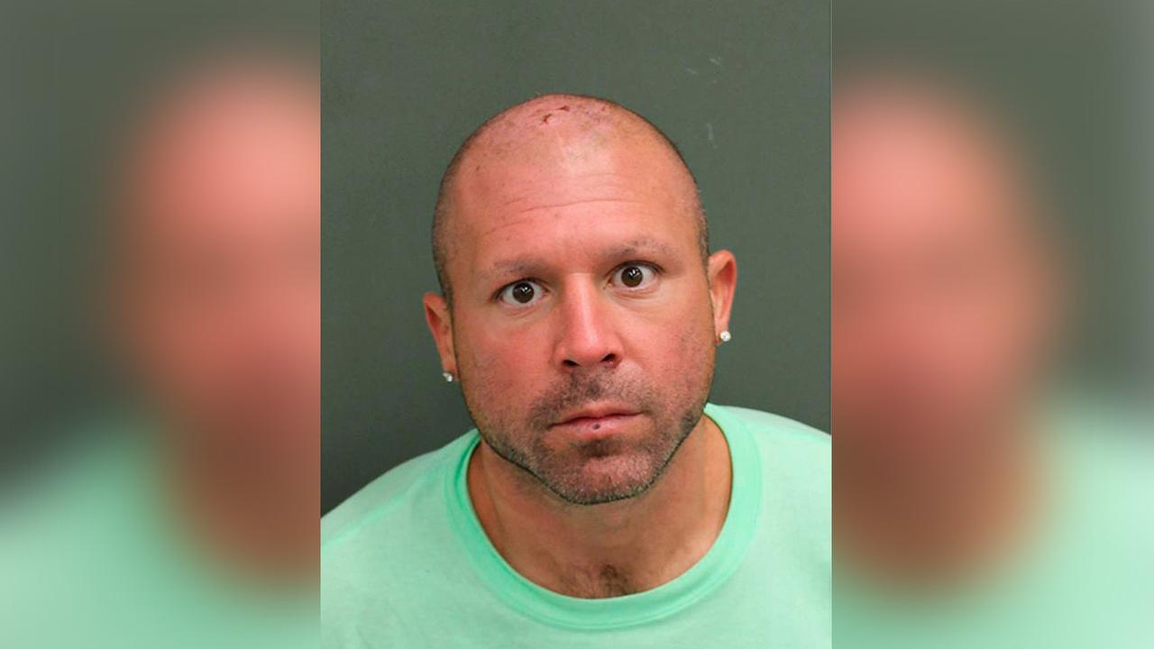 Police: Man kicked swans in the head at Florida park