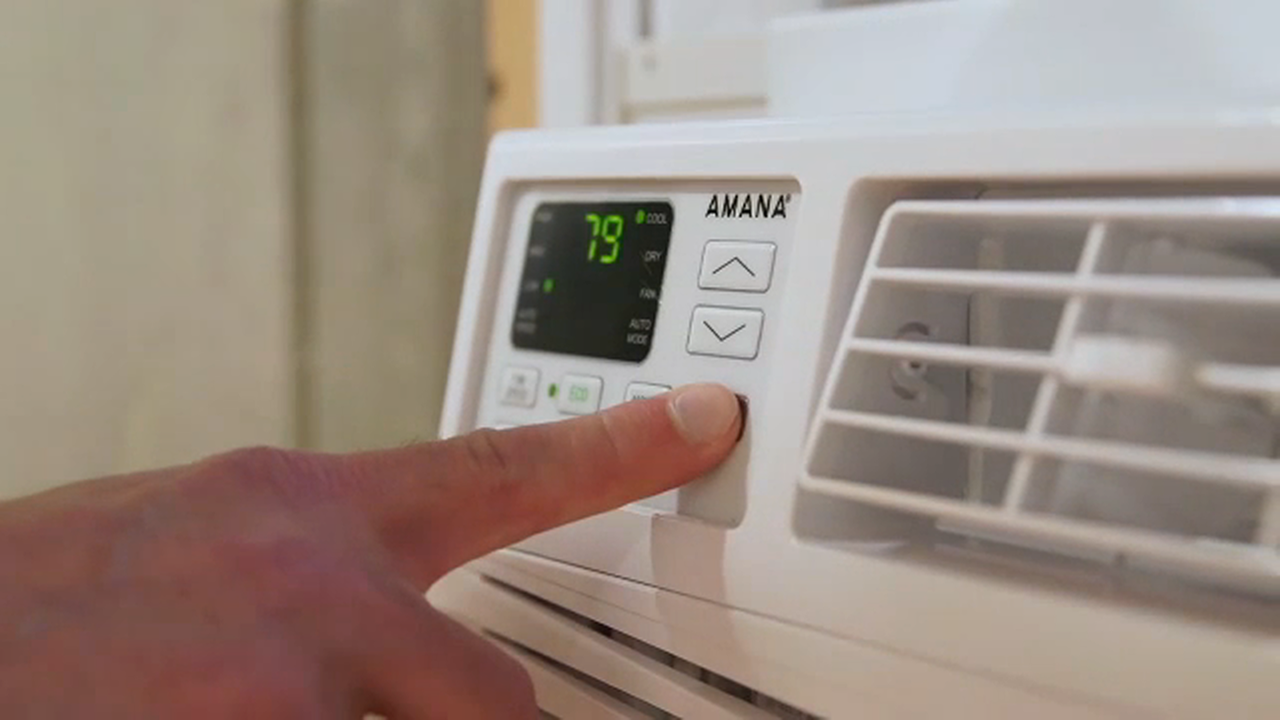 Consumer Reports rates the best air conditioners for homes this summer.