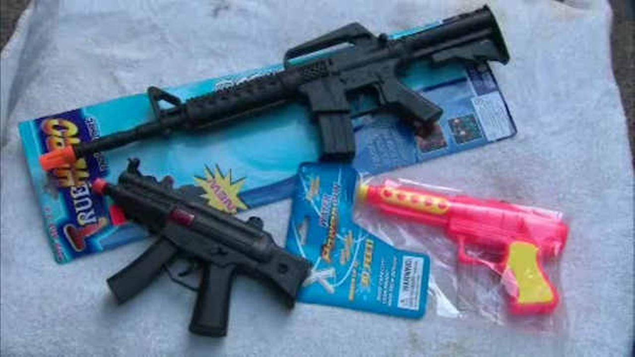 Toy Guns Look Like Real Guns on Toy Guns That Look Like