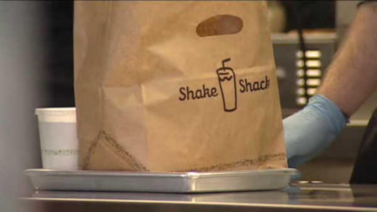 Burger chain Shake Shack orders up IPO