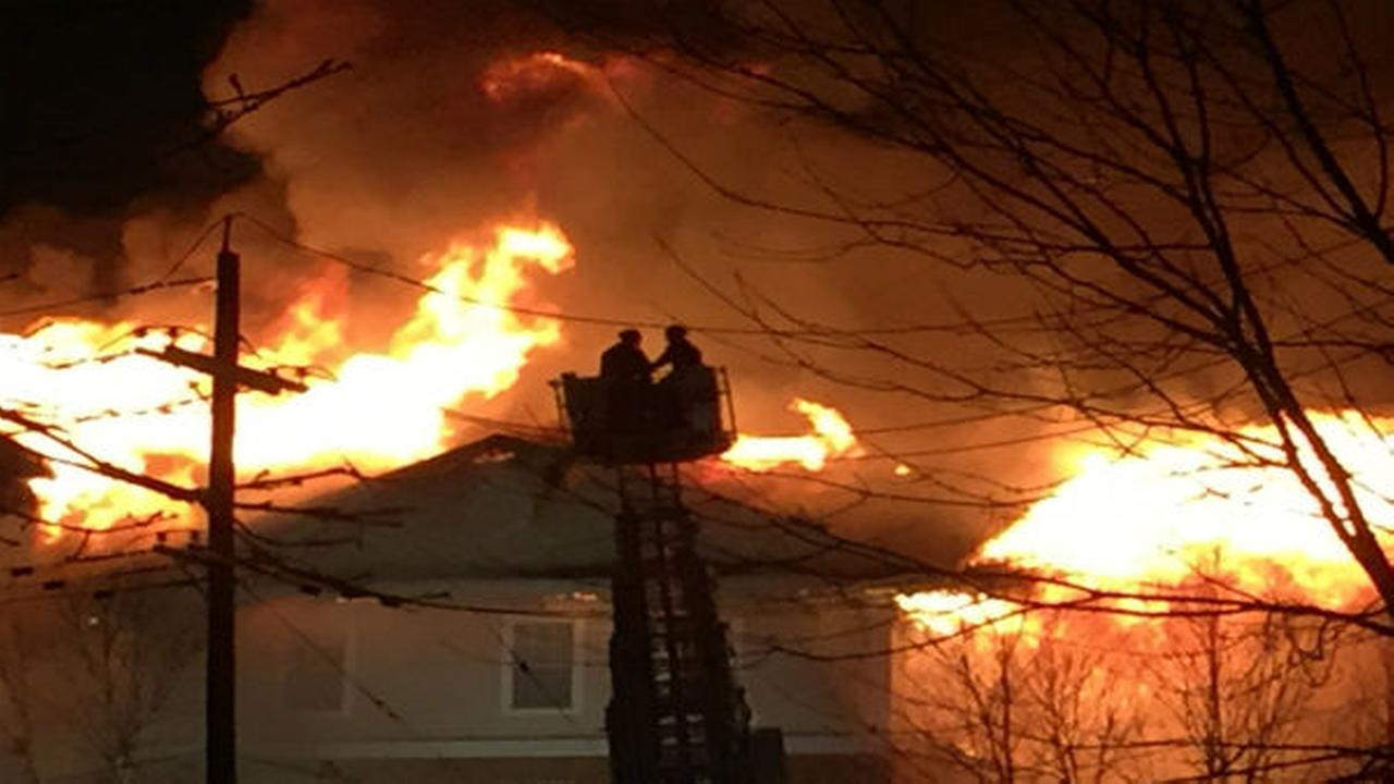 PHOTOS: Massive fire tears through apartment building WABC