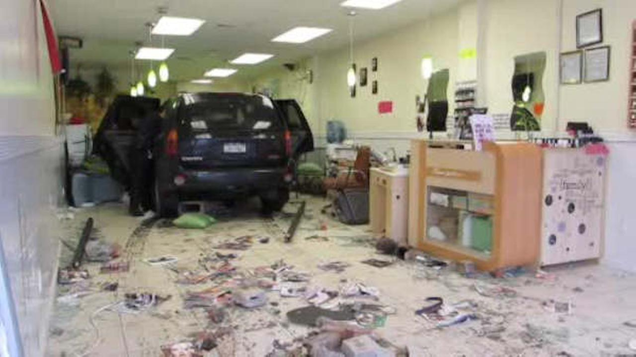 SUV crashes into nail salon in Deer Park, Long Island