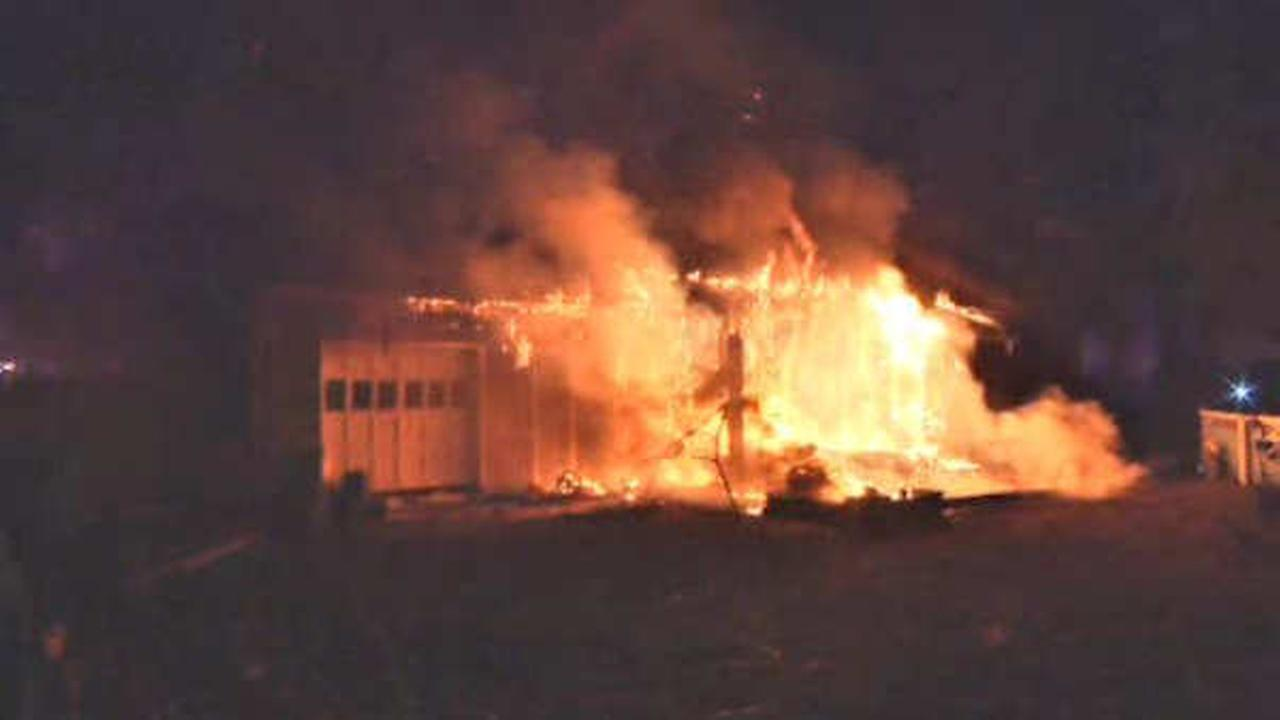 1 person critically injured in house fire in Dix Hills, Long Island