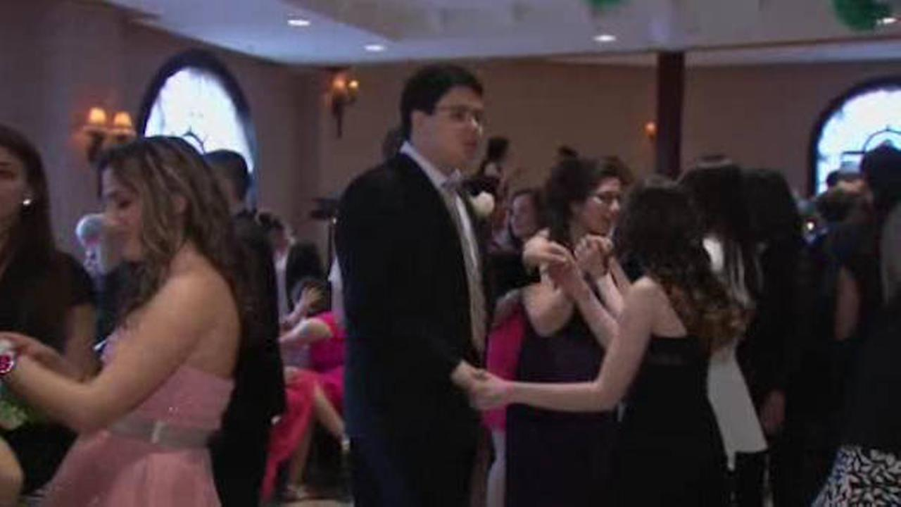 Prom held on Staten Island for autistic teenagers