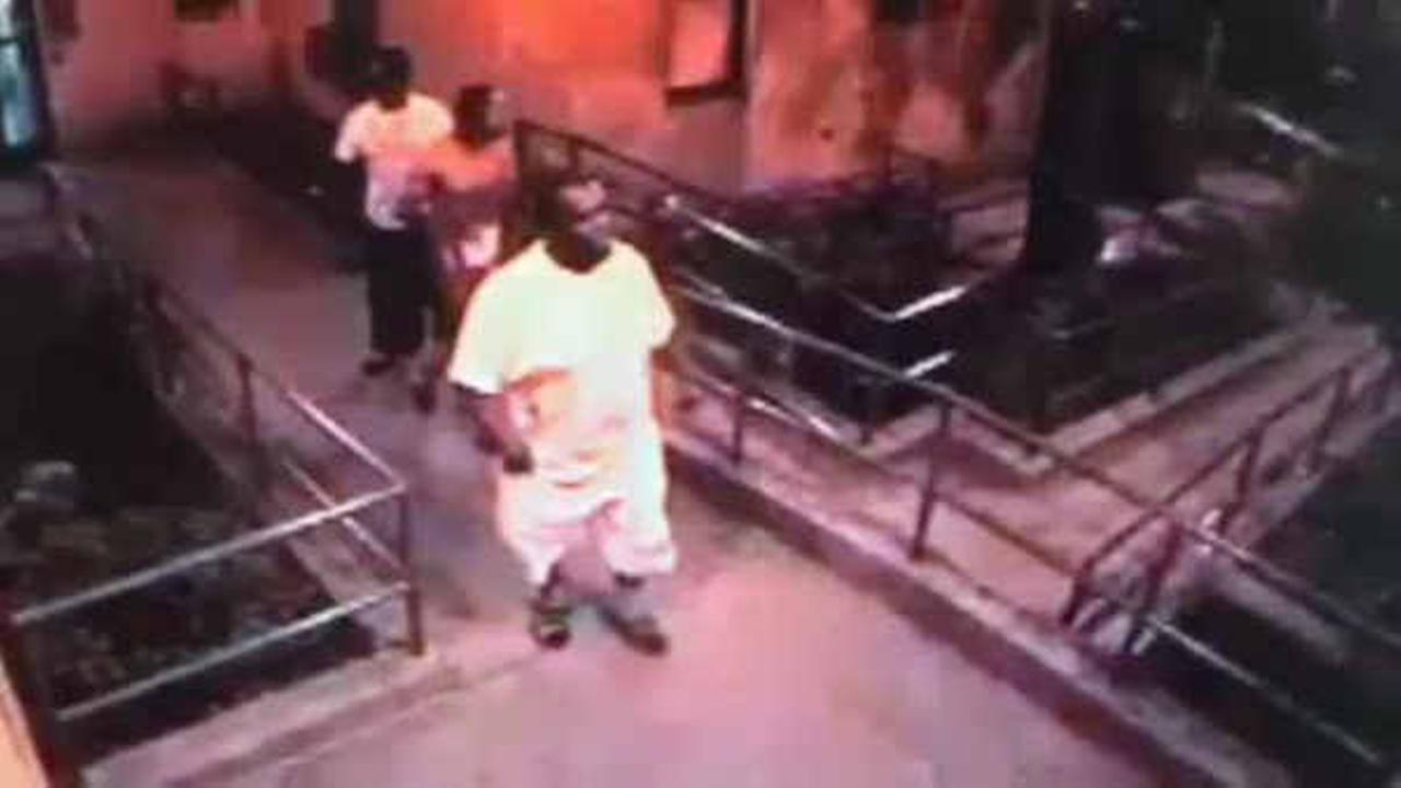 Suspects wanted for beating, killing man on Bronx street