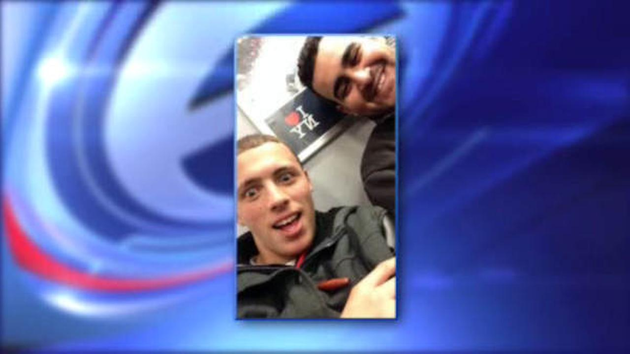 iPhone thieves send selfie to victim's mother