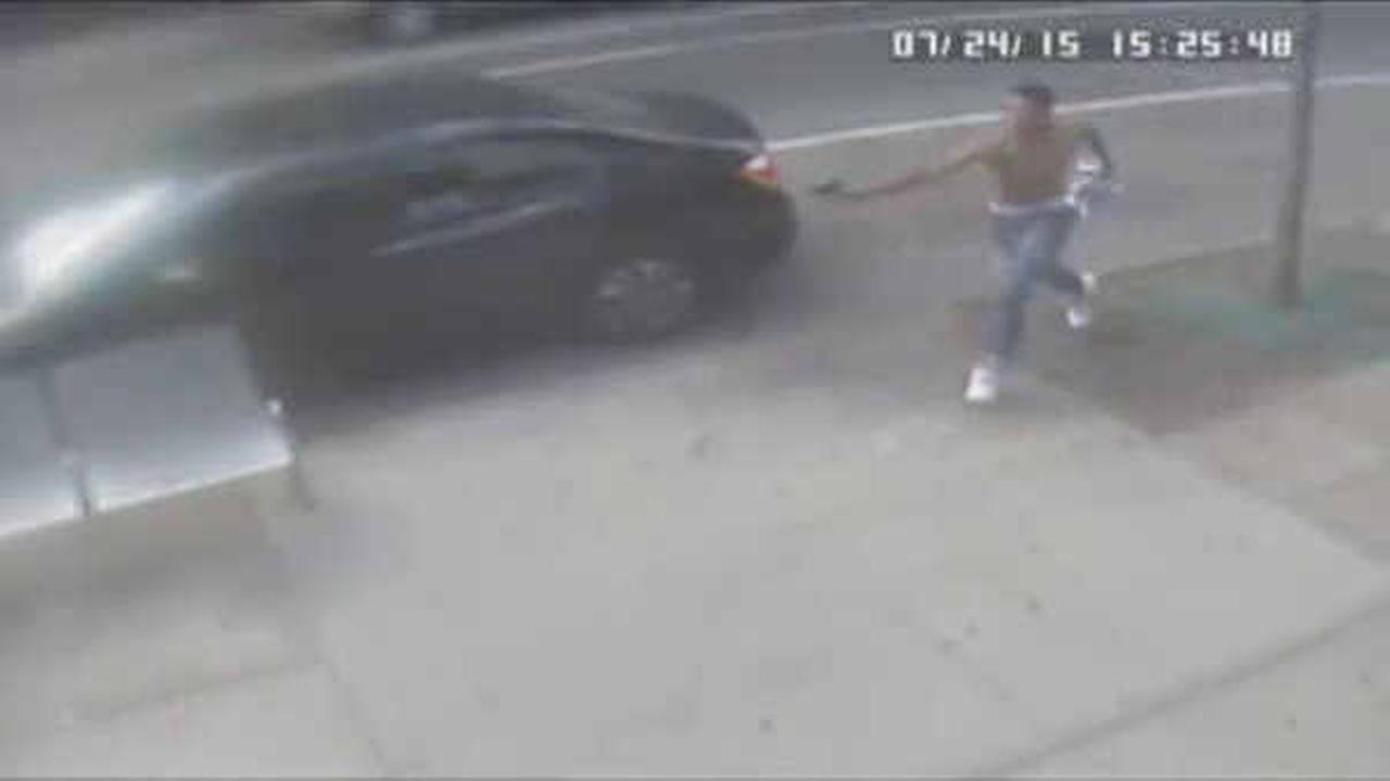Police looking for man who opened fire on Brooklyn street, leaving 1 wounded