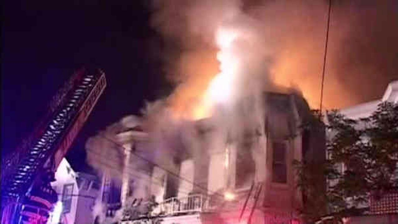 More than two dozen hurt in Staten Island fire