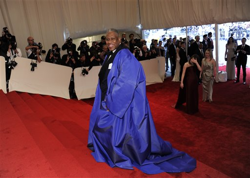 """<div class=""""meta image-caption""""><div class=""""origin-logo origin-image ap""""><span>AP</span></div><span class=""""caption-text"""">Andre Leon Talley arrives at the Metropolitan Museum of Art Costume Institute gala benefit, Monday, May 2, 2011 in New York.  (AP Photo/Evan Agostini) (AP)</span></div>"""