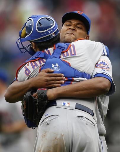 """<div class=""""meta image-caption""""><div class=""""origin-logo origin-image ap""""><span>AP</span></div><span class=""""caption-text"""">New York Mets relief pitcher Jeurys Familia, right, embraces catcher Travis d'Arnaud. (AP)</span></div>"""