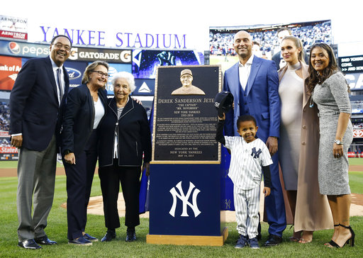 "<div class=""meta image-caption""><div class=""origin-logo origin-image ap""><span>AP</span></div><span class=""caption-text"">Retired New York Yankees shortstop Derek Jeter third from right, poses with members of his family  (AP Photo/Kathy Willens, Pool) (AP)</span></div>"
