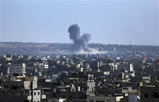 Smoke rises after an Israeli missile strike hit the northern Gaza Strip, Thursday, July 17, 2014. <span class=meta>(AP Photo&#47; Hatem Moussa)</span>