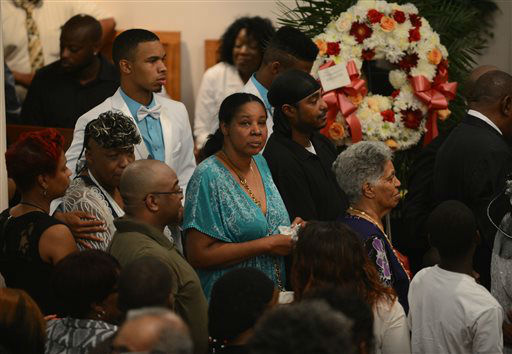 Esaw Garner, center in turquoise,  is followed by Gwendolyn Flagg-Carr, mother of Eric Garner, and Eric Snipes Garner, Jr., son of Eric Garner at the funeral. <span class=meta>(AP Photo&#47; Julia Xanthos)</span>