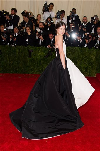 """<div class=""""meta image-caption""""><div class=""""origin-logo origin-image ap""""><span>AP</span></div><span class=""""caption-text"""">Hailee Steinfeld attends The Metropolitan Museum of Art's Costume Institute benefit gala celebrating """"Charles James: Beyond Fashion"""" on Monday, May 5, 2014, in New York. (Charles Sykes/Invision/AP)</span></div>"""