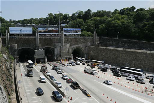 31 Hurt After Bus Accident In Lincoln Tunnel Center Tube