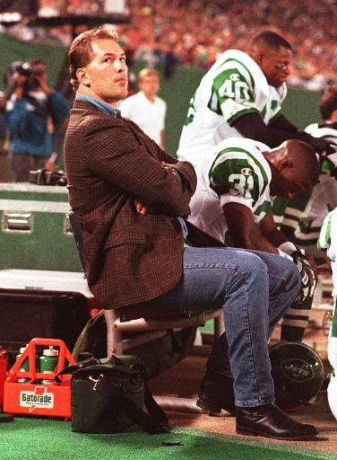 """<div class=""""meta image-caption""""><div class=""""origin-logo origin-image ap""""><span>AP</span></div><span class=""""caption-text"""">Former New York Jets defensive end Dennis Byrd watches the Jets play the Chicago Bears Sept. 25, 1994 at Giants Stadium, East Rutherford, N.J. (AP)</span></div>"""