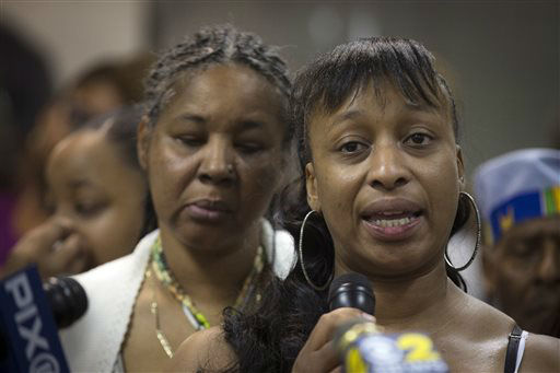Ellisha Flagg, sister of Eric Garner, speaks beside his wife Esaw Garner, left, during a service at the Mount Sinai Center for Community Enrichment. <span class=meta>(AP Photo&#47; John Minchillo)</span>