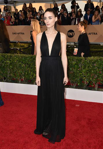 """<div class=""""meta image-caption""""><div class=""""origin-logo origin-image none""""><span>none</span></div><span class=""""caption-text"""">Rooney Mara arrives at the 22nd annual Screen Actors Guild Awards.  (Photo by Jordan Strauss/Invision/AP) (Photo/Jordan Strauss)</span></div>"""