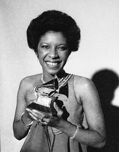 "<div class=""meta image-caption""><div class=""origin-logo origin-image none""><span>none</span></div><span class=""caption-text"">Natalie Cole holds the Grammy Award she won in Los Angeles on Feb. 28, 1976 for best new artist of the year. (AP Photo/stf)</span></div>"