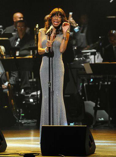 "<div class=""meta image-caption""><div class=""origin-logo origin-image none""><span>none</span></div><span class=""caption-text"">Natalie Cole at the Apollo Theater Spring Gala and 80th Anniversary Celebration in 2014 in New York City. (Photo by Brad Barket]/Invision for /AP Images) (Photo/Brad Barket)</span></div>"