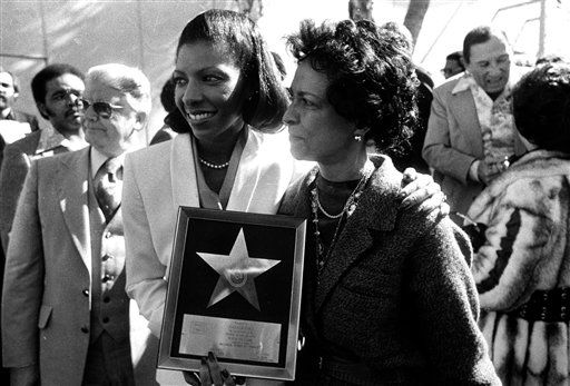 "<div class=""meta image-caption""><div class=""origin-logo origin-image none""><span>none</span></div><span class=""caption-text"">Natalie Cole, left, and her mother, Maria show off the star presented to her at Hollywood's Walk of Fame in 1979. (AP Photo/George Brich) (AP Photo/ George Brich)</span></div>"