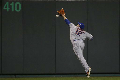 "<div class=""meta image-caption""><div class=""origin-logo origin-image none""><span>none</span></div><span class=""caption-text"">Mets center fielder Juan Lagares can't catch an RBI double by Kansas City Royals' Alex Gordon during the eighth inning. (AP Photo/Matt Slocum)  (AP Photo/ Matt Slocum)</span></div>"