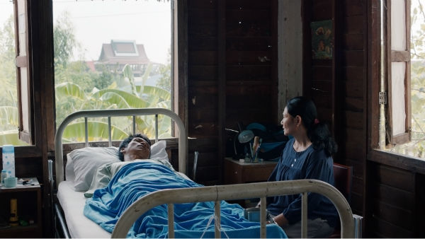 """<div class=""""meta image-caption""""><div class=""""origin-logo origin-image none""""><span>none</span></div><span class=""""caption-text"""">The wondrous new film CEMETERY OF SPLENDOUR by Thai director Apichatpong Weerasethakul is set in and around a hospital ward full of comatose soldiers.  (Photo/Film Society of Lincoln Center)</span></div>"""
