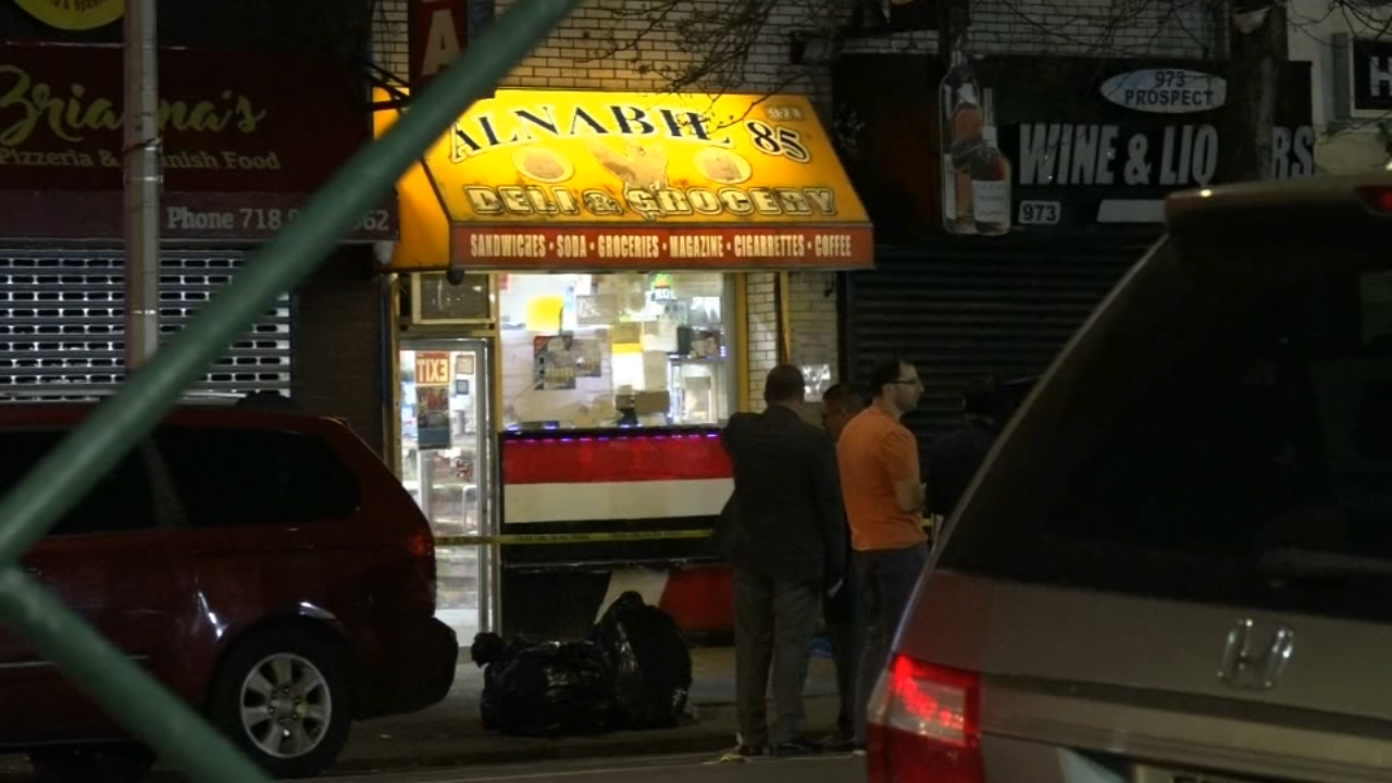 Police investigate triple Bronx shooting that left man dead