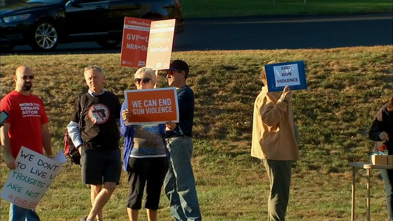 Newtown group holds vigil for Las Vegas shooting victims