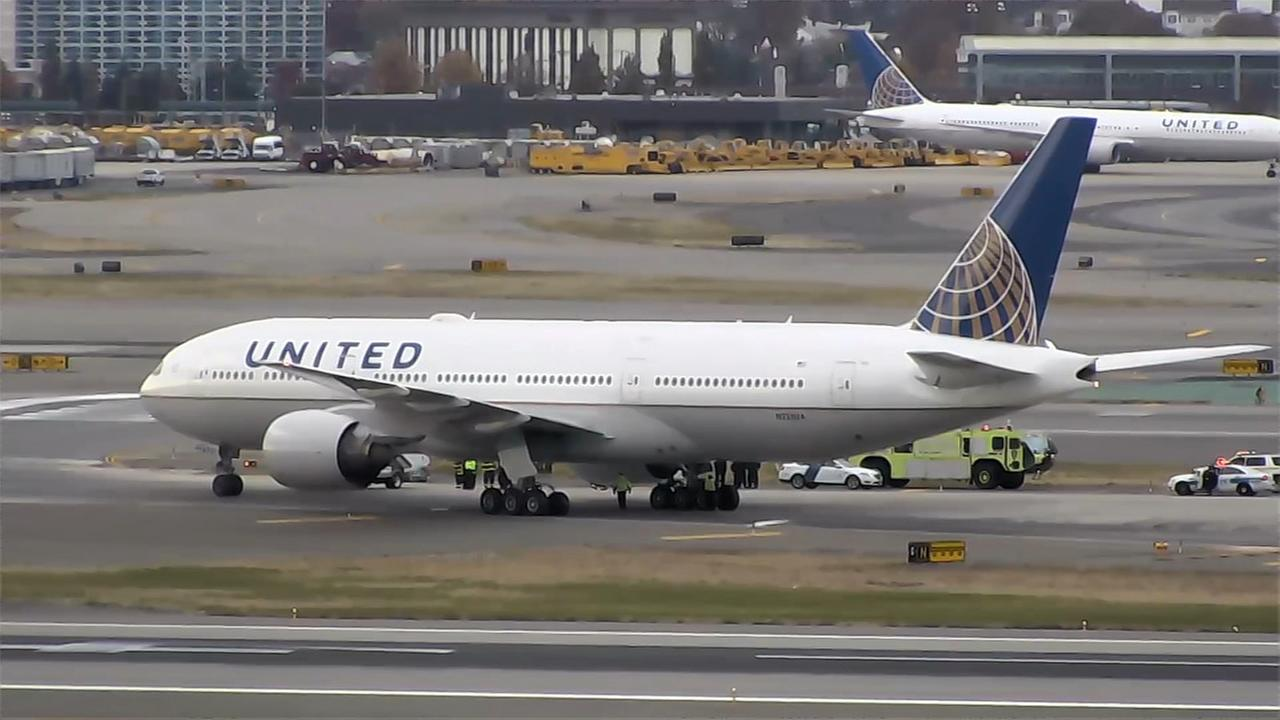 Plane found to have 4 blown tires after landing at Newark