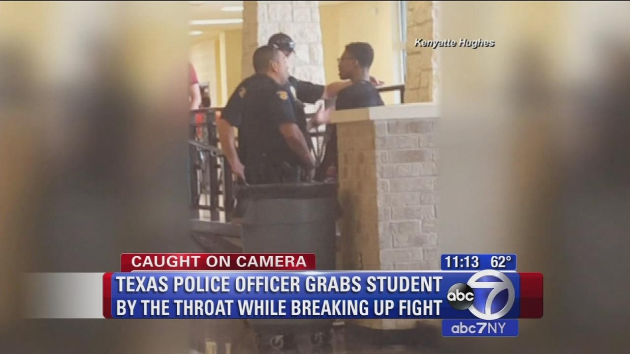 Texas police officer grabsstudent by throat while breaking up fight