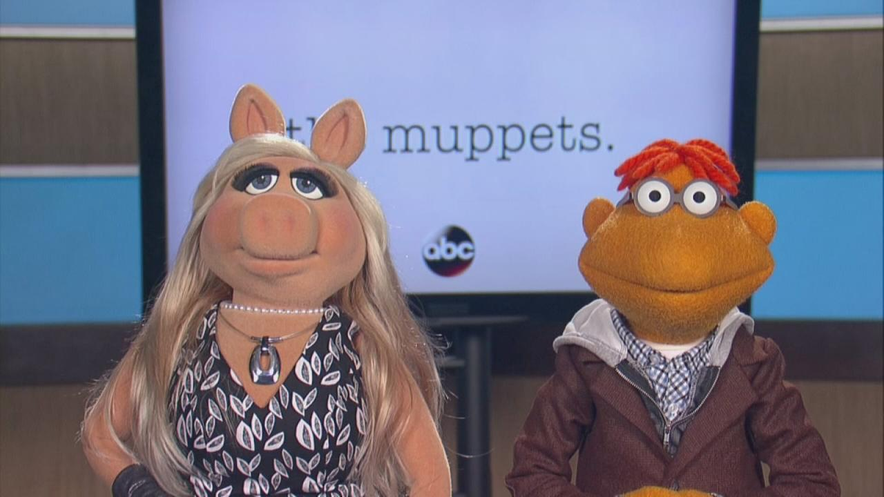 Miss Piggy and Scooter talk about The Muppets