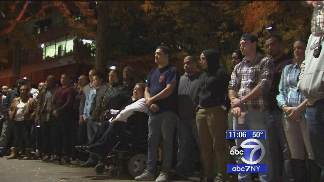 Vigils held for slain NYPD officer at precincts throughout city