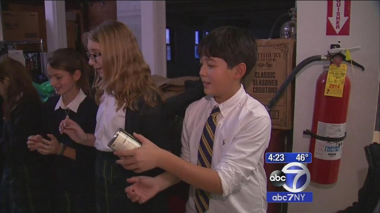 Children form food chain to help feed the hungry this Thanksgiving