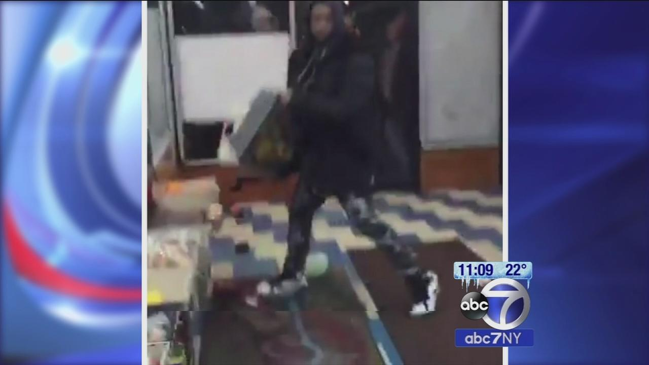 Bronx bodega owner locks looters in store until police arrive