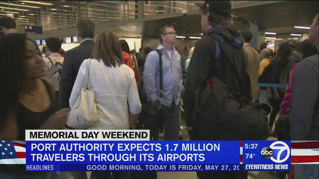 As holiday weekend kicks off, airport securoty lines a concern