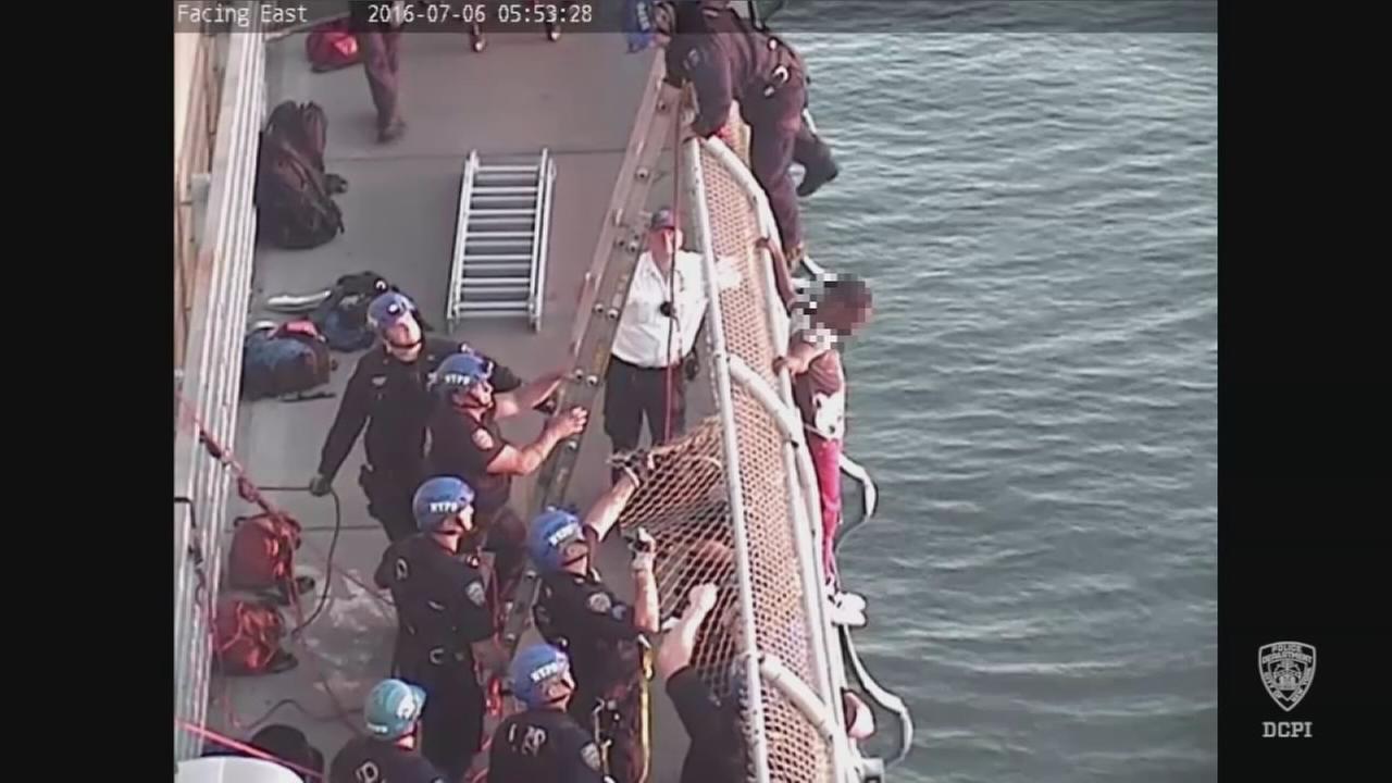 Officer rescues emotionally disturbed man from Manhattan Bridge